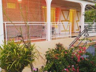 Villa Canellia, ideale pour des vacances authentiques avec vue mer et montagne