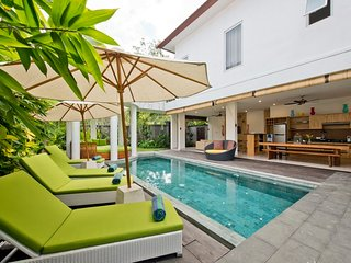 6 Bedroom Villa Del Mar 50meters to Seminyak beach