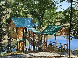 Tree-Cabin on 20 Acre Private Fishing Lake