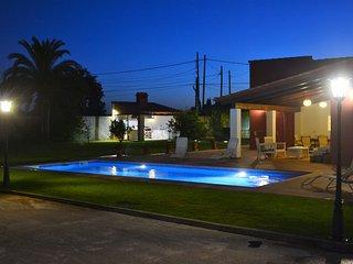 Maravillosa villa con piscina, barbacoa y pistas de equitacion