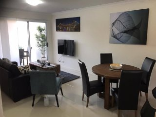 Inner City Brisbane Boutique Apartment Free Wifi Free Parking + Free Movies