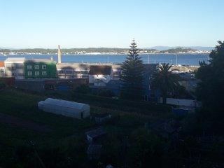 alquiler vacaciones boiro, frente ria y playas, 7 pax. piso lujo, con vistas mar