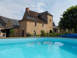 Le Chateau. Large village house.Ideal for 2 families.