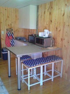 Family unit kitchen with 220 l fridge/ freezer