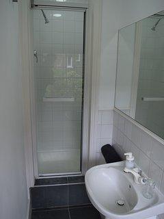 En suite shower and basin