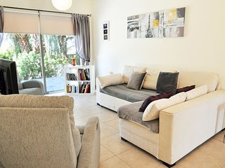 Stunning & Modern Aphrodite Apartment - Perfect for Golfers & Couples!