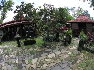 Bungalow 2 of Omah Garengpoeng Guest House