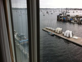 Newport Harbor View Condo-Labor Day Holiday Week