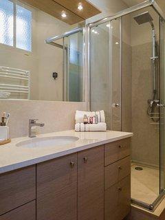 Bathroom with italian marble, rain shower and toiletries