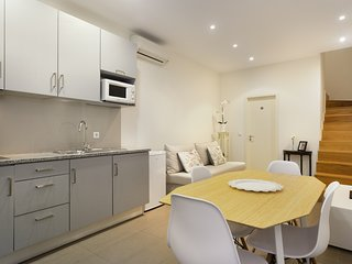 Town Center Duplex Apt-4 mins to Clerigos Tower - Two Double Beds for 4