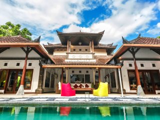 Luxury Villa Batubelig BEACH(500m to the beach), close to SEMINYAK and CANGGU
