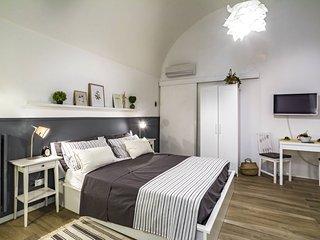 Suite Nunzia, monolocale in pietra ristrutturato, con aria condizionata e wifi