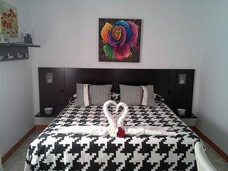 *Dormitorio + vestidor, bano, tv. Ambiente agradable*