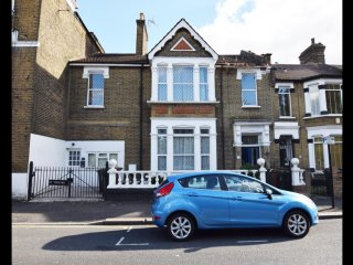 Huge Victorian House, 5 min walk to Leyton Underground (Central Line)