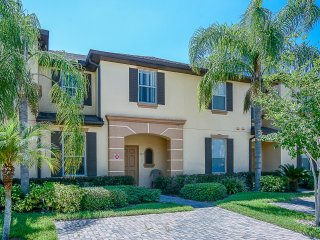 Regal Palms Retreat: 3 Bedroom Townhome with Amenities