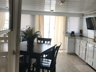 Mangrove Marina Houseboat Resort 'Starfish'