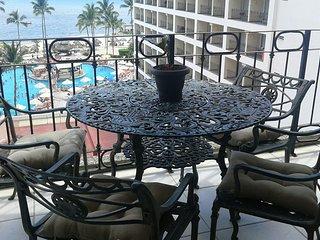 Beachfront condo - Ocean views - Fun Resort!