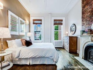 Spacious Spotless & Sun Filled Legal 4 Bedroom Midtown- midtownflatsnyc