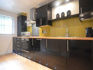 Stylish 2Bed Beauty with ensuite of Broad Street.