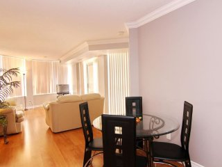 Corporate Rental 2 Bedroom Suite in Ovation Towers - 2808O1