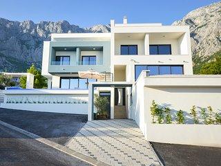 4 bedroom Villa in Veliko Brdo, Splitsko-Dalmatinska Županija, Croatia : ref 539