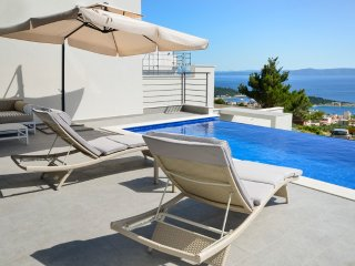 Makarska Villa Sleeps 8 with Pool and Air Con - 5397132
