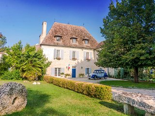 8 bedroom Chateau in Saint-Romain, Nouvelle-Aquitaine, France - 5395012