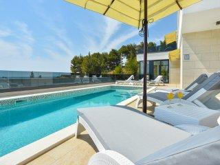 5 bedroom Villa in Omis, Splitsko-Dalmatinska Zupanija, Croatia : ref 5393850