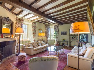 Pouzauges Chateau Sleeps 12 with Pool - 5049823