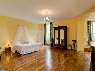Avant Chateau Sleeps 28 with Pool - 5049819