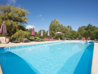 Port-Sainte-Foy-et-Ponchapt Chateau Sleeps 29 with Pool - 5803119