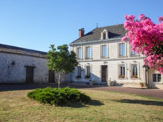 5 bedroom Villa in Montpeyroux, Nouvelle-Aquitaine, France : ref 5049639