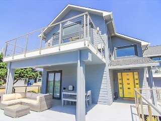 Deluxe Modern Ocean View Beauty just Steps Away from Beach Access!