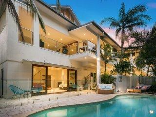 Beachcomber Blue - Expansive beachfront property