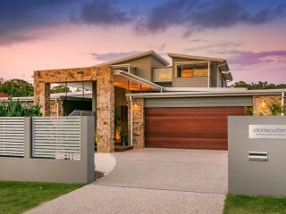 Stonecutters 2 - family home in the heart of Byron