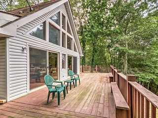 NEW! 2B + Loft Murphy House w/Rustic Forest Views!