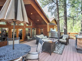 Peaceful Cabin w/Large Deck 4 Mi. to Show Low Lake