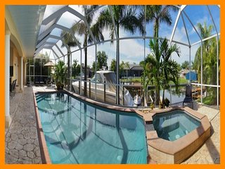 Cape Coral 27 - Superior waterfront villa with a private pool and boat dock
