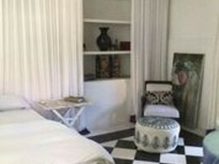 Private Clean, Lovely Bedroom in Villa Brahma Shared Compound