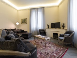 GRAND APARTMENT IN FLORENCE