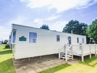 8 Berth Caravan in Cherry Tree Holiday Park, Burgh Castle Ref: 70550