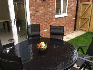 Alba House York - New house, parking, garden , 10 min stroll to historic York