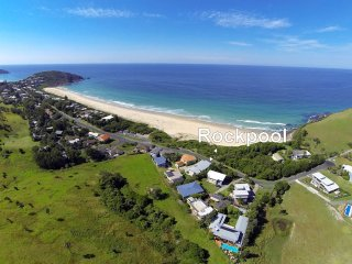 ROCKPOOL - Blueys Beach (4 night min)