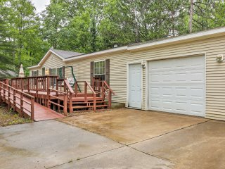 NEW! Cozy 3BR Atlanta Cottage w/ Outdoor Deck!