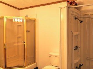 NEW! Cozy 3BR Atlanta Cottage w/ Outdoor Deck!