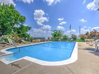 Gorgeous Condo w/ Resort Pool Near Branson Strip!
