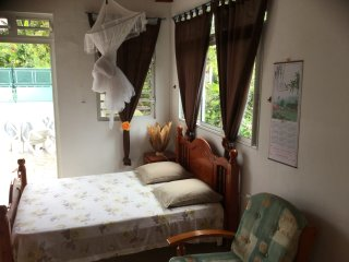 Maisonnette independante parfaitement équipée idéalement placée pour vos visites