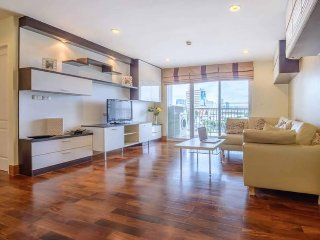 3BR Condo in Sukhumvit/Thonglor + Free Parking