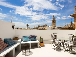Giralda Terrace. 1 bedroom, private terrace, Cathedral views