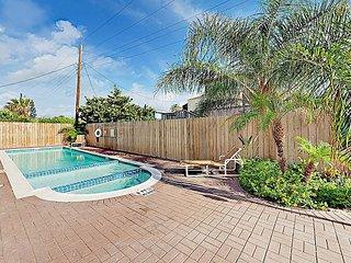 Stylish 3BR w/ 2 Balconies & Pool, Steps to Beach, Walk to Bars & Restaurants